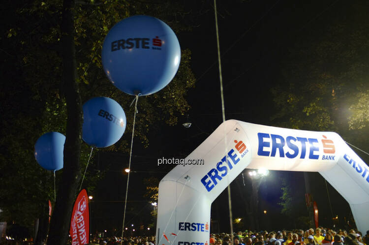 Erste Bank Vienna night run 2013, Startbereich, Luftballons
