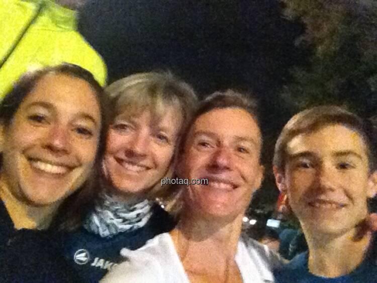 Anita Auttrit, Silvia Brauner, Martina und Nikolas Draper, siehe auch: http://martina-draper.at/2013/10/01/erste_bank_vienna_night_run_2013#bild_13413