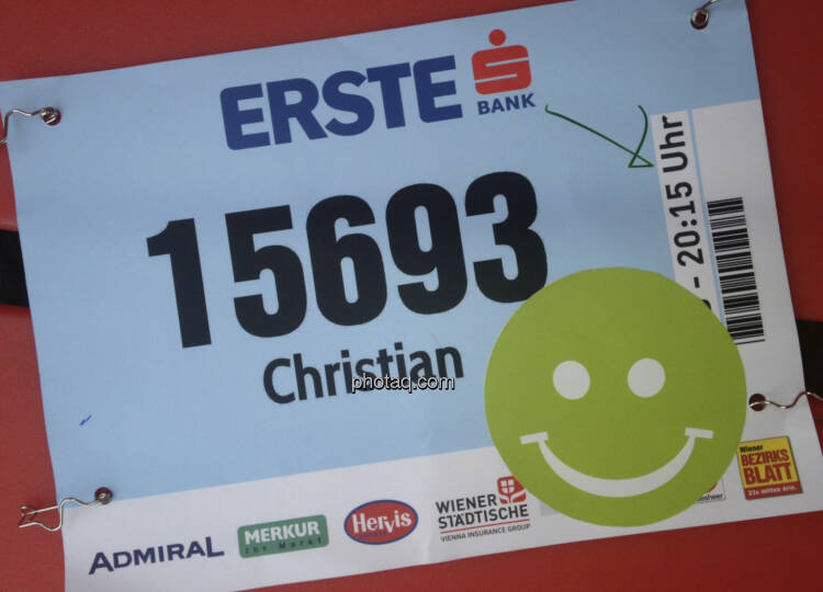 """Startnummer mit Smeil: """"Christian"""" ist exakt 500. geworden, siehe http://runplugged.com/2013/10/02/exakt_auf_rang_500_beim_erste_bank_vienna_night_run_4km_waren_sicher_nicht_4km"""
