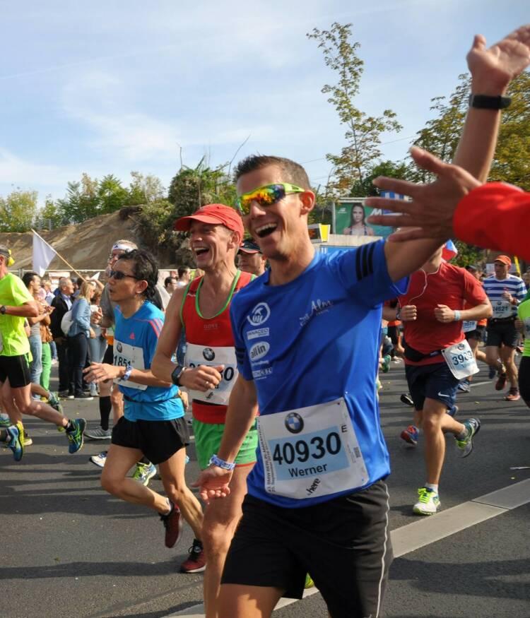 Werner Schrittwieser Mein Sportschnappschuss des Jahres: Tolle Atmosphäre beim Berlin Marathon erleben und Bernd als Personal Pacemaker zu einer tollen neuen Bestzeit verhelfen! - Voten und/oder auch sich selbst nominieren unter http://www.facebook.com/groups/Sportsblogged