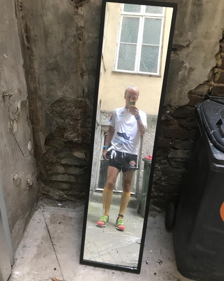 Spiegel, gebrochenes Glas