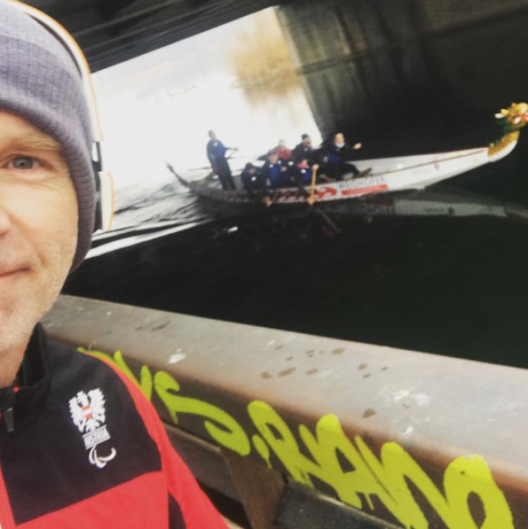 Drachenboot auf dem letzten Kilometer